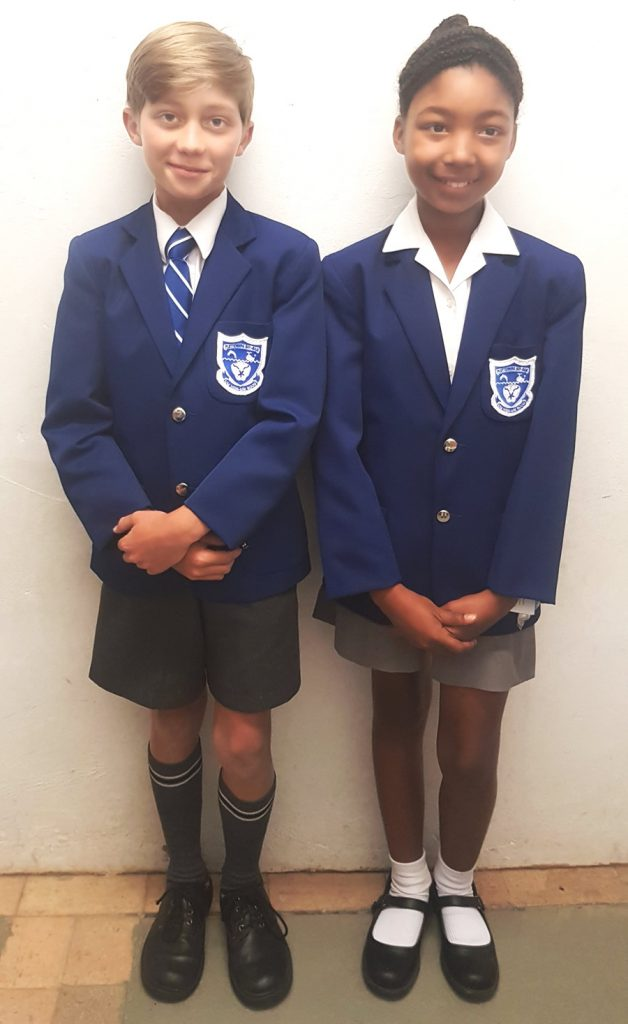 Learners at Plett Primary School in full summer uniform.